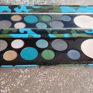 Mac Rockin' Rebel eyeshadow and highlighter palett